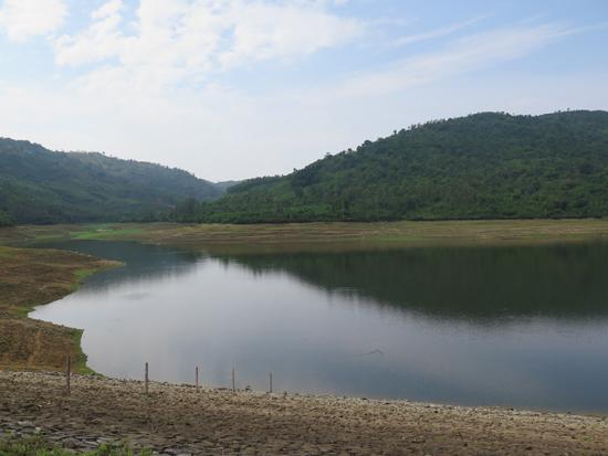 Hồ chứa nước Cao Ngạn chỉ đạt xấp xỉ 50% dung tích hữu ích. Ảnh: P.NAM