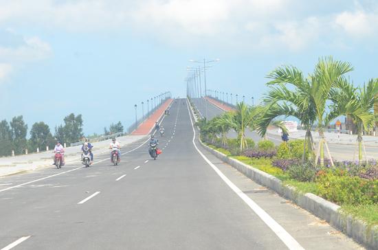 Cầu Cửa Đại đưa vào sử dụng.