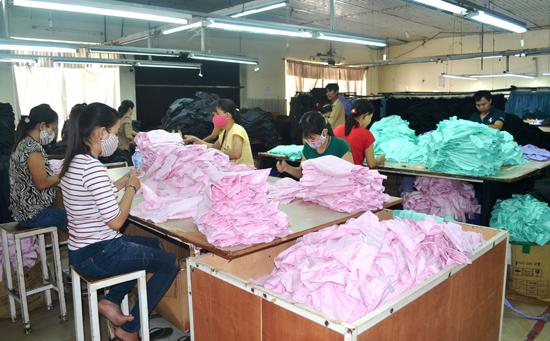 Công nghiệp may mặc đang phát triển mạnh mẽ trên địa bàn huyện Thăng Bình. Ảnh: N.Q.V