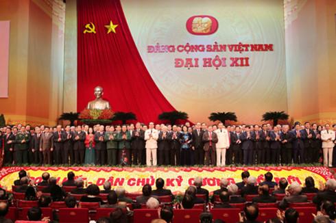 BCH Trung ương khóa XII ra mắt Đại hội. Ảnh: TTXVN