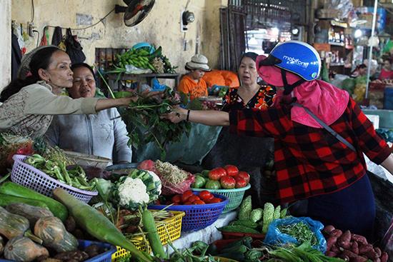Giá các mặt hàng ở chợ đã giảm mạnh trong những ngày vừa qua theo giá xăng.