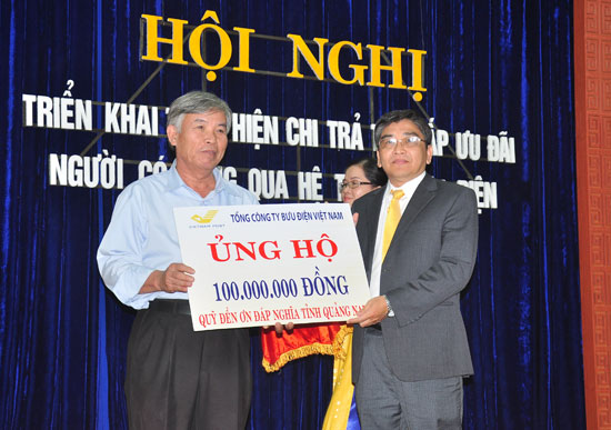 VNPost vừa ủng 100 triệu đồng cho Quỹ Đền ơn đáp nghĩa tỉnh Quảng Nam.