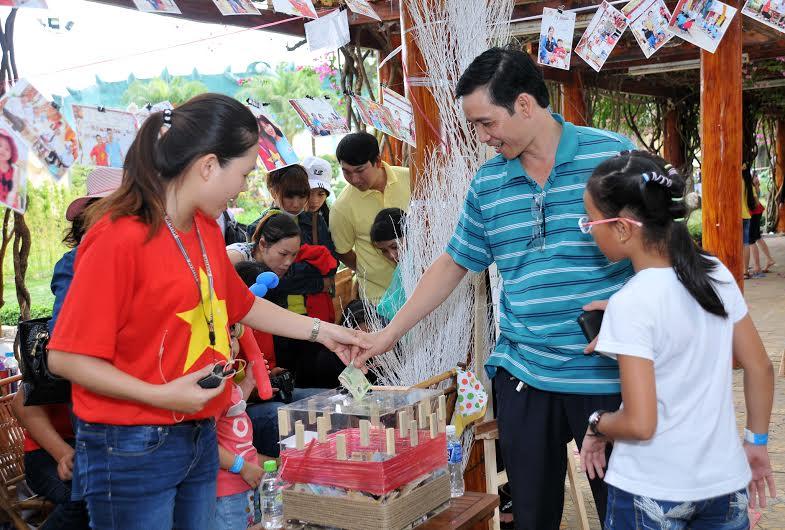 Ngày hội văn hóa đồng hương Quảng Nam tại TP.Hồ Chí Minh thu hút đông đảo người dân tham gia. Ảnh: K.NGUYÊN