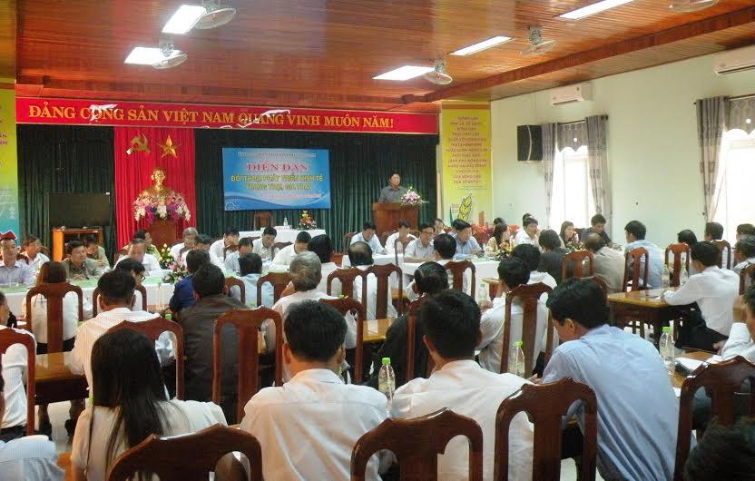 Quang cảnh diễn đàn đối thoại do UBND tỉnh tổ chức hôm nay 1.4. Ảnh: V.S