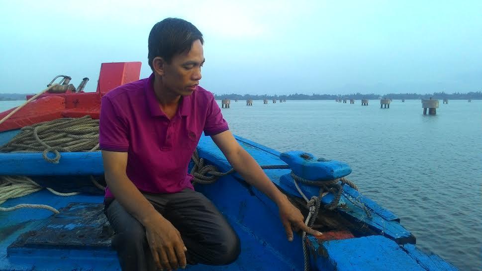 Trước đó, ngày 18.4 vừa qua, tàu QNa-91747 của ngư dân Tam Quang (Núi Thành) cũng bị tàu lạ tấn công. Ảnh: ĐOÀN ĐẠO