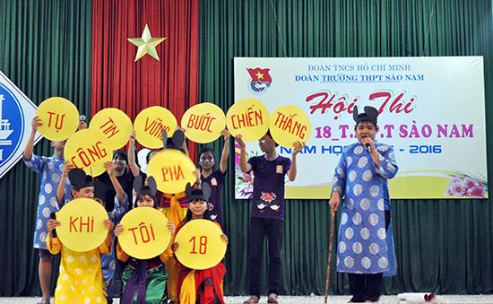 Hội thi Khi tôi 18 - một sân chơi rèn kỹ năng cho học sinh do Đoàn trường THPT Sào Nam (Duy Xuyên) tổ chức. Ảnh: Q.VƯƠNG