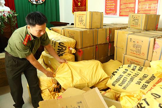 Gần 3 tấn thuốc nổ được Cơ quan An ninh điều tra Công an tỉnh tạm giữ. Ảnh: THÀNH CÔNG