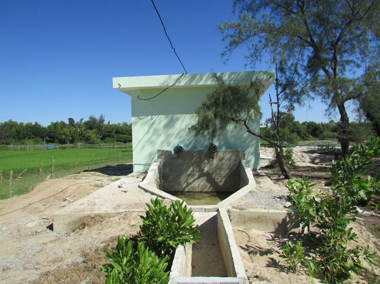 Trạm bơm Đồng Gành và kênh mương dẫn nước (xã Tam Thăng) đã xây dựng xong nhưng vẫn chưa đưa vào hoạt động.