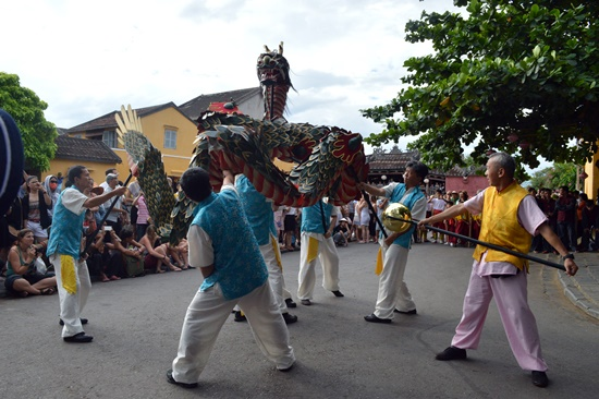 Trước đó, chiều cùng ngày đã diễn ra các hoạt động giao lưu như múa rồng Nhật Bản