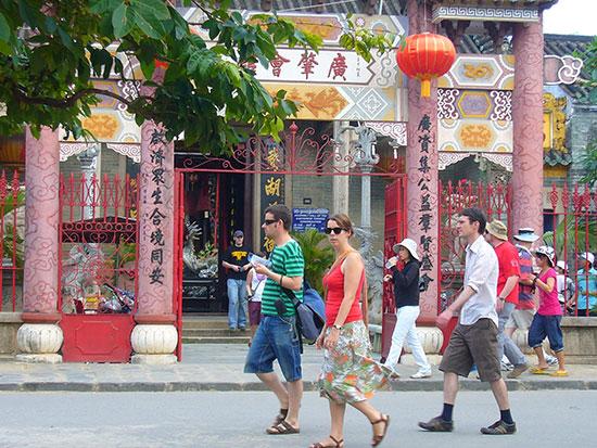 Vé của khách nước ngoài tham quan 6 công trình văn hóa.Ảnh: Q.H