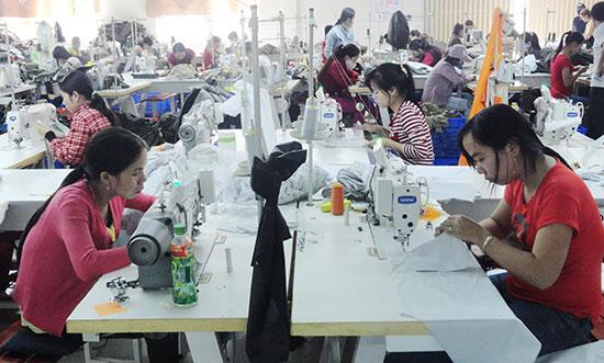 Bên cạnh phát triển TM-DV, huyện Phú Ninh cũng chú trọng phát triển các cụm công nghiệp, giải quyết việc làm cho lao động địa phương.  Ảnh: C.T.A