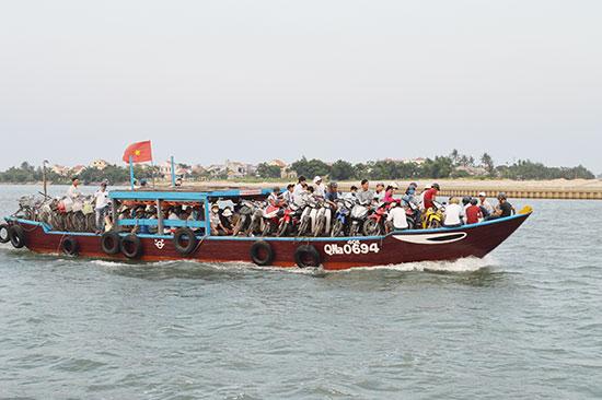 Một số tuyến đường thủy như Hội An - Cù Lao Chàm và Hội An - Cẩm Kim trước đây đều được HTX ưu đãi giá. Ảnh: V.L