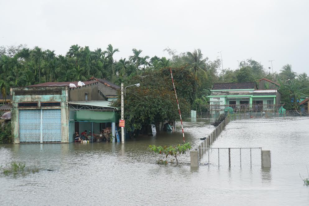 Hàng chục ngôi nhà bị ngập nước