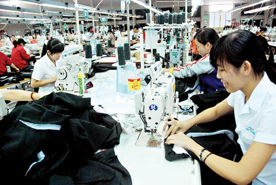 Phân bổ đầu tư hợp lý, kích thích doanh nghiệp sản xuất là một trong những yêu cầu để gia tăng nguồn lực cho Quảng Nam. Ảnh: MINH HẢI