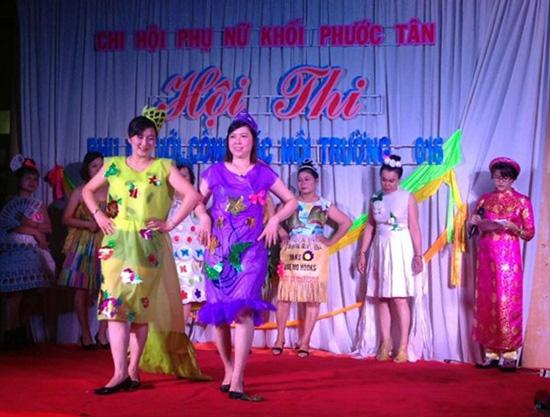 Hội viên phụ nữ khối phố Phước Tân, phường Cửa Đại (Hội An) tham gia hội thi phụ nữ với công tác môi trường. Ảnh: Lê Hiền