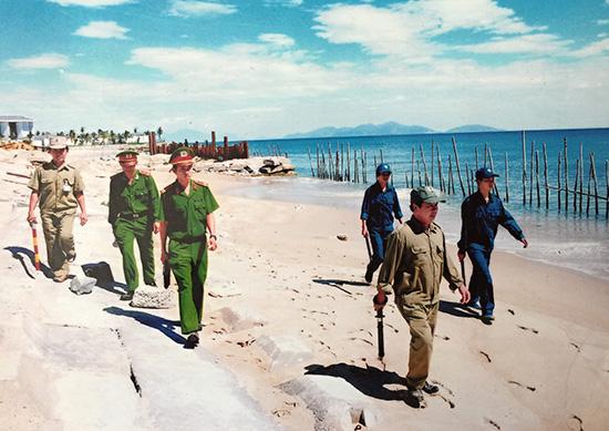 Cựu chiến binh TP.Hội An cùng công an, dân phòng tham gia tuần tra, đảm bảo an ninh trật tự. Ảnh: CCB TP.Hội An cung cấp