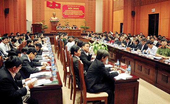 Cán bộ chủ chốt của tỉnh dự Hội nghị trực tuyến toàn quốc quán triệt Nghị quyết Trung ương 4 (khóa XII) về xây dựng Đảng. Ảnh: NG.ĐOAN