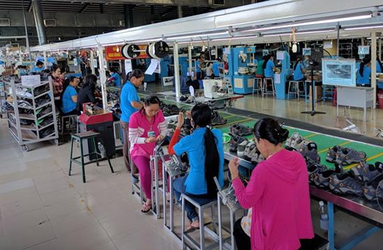 Doanh nghiệp là đối tượng tổng điều tra kinh tế năm 2017 .  TRONG ẢNH: Một xưởng gia công da giày tại Khu công nghiệp Thuận Yên, TP.Tam Kỳ.