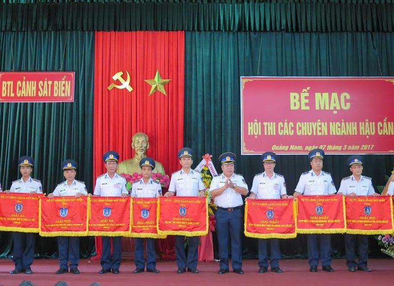 trao thưởng tại Hội thi các chuyên ngành hậu cần Cảnh sát biển