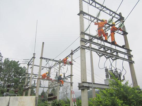 Với cơ chế cấp điện đến chân hàng rào doanh nghiệp, Điện lực Quảng Nam đã góp phần thu hút các nhà đầu tư trong và ngoài tỉnh. Ảnh: Đặng Hùng
