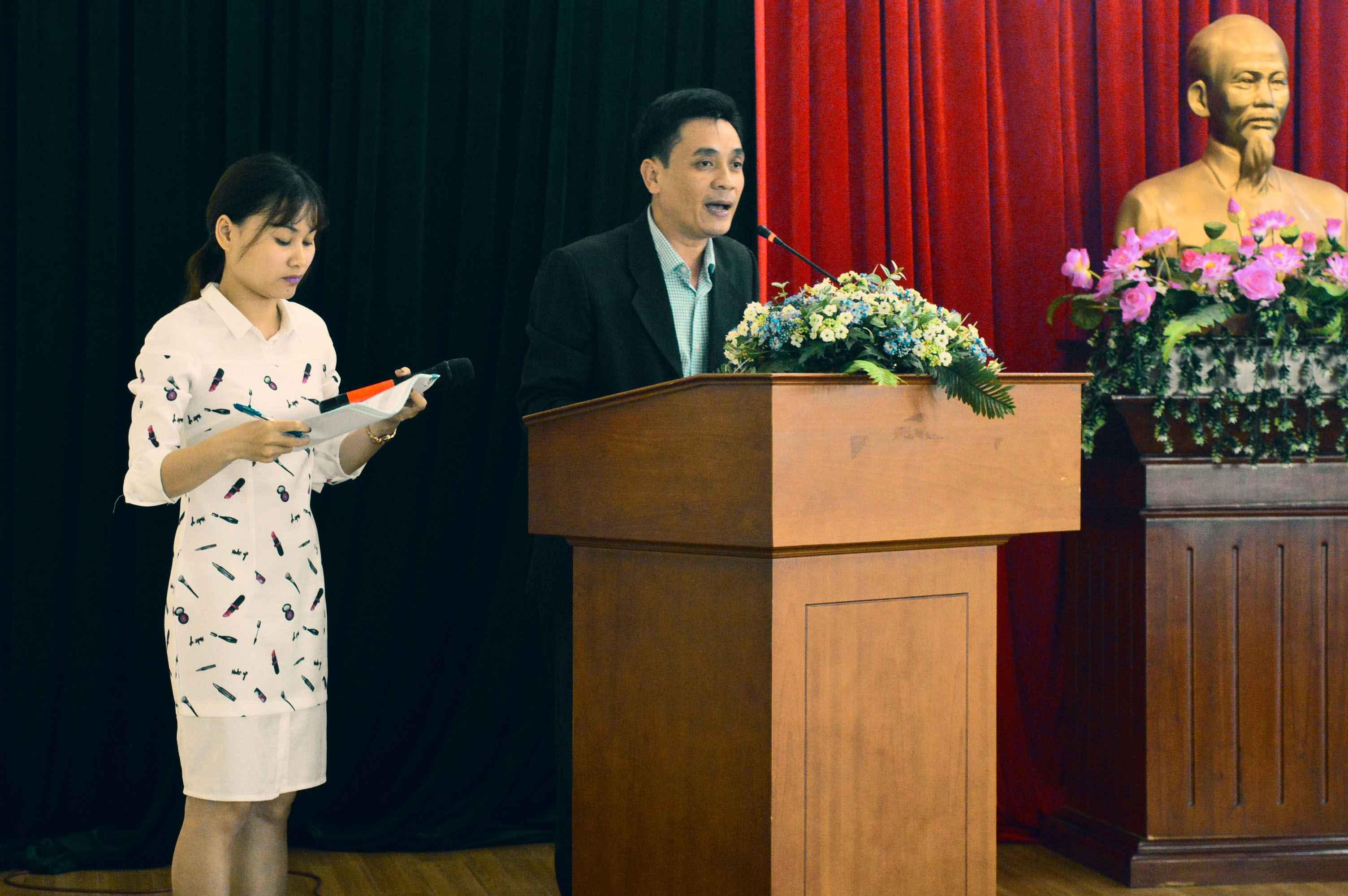 Ông Trần Văn Phúc - Phó Giám đốc Trung tâm hành chính công và xúc tiến đầu tư Quảng Nam phát biểu mời gọi nhà đầu tư Hàn Quốc tại hội thảo. Ảnh: Q.T