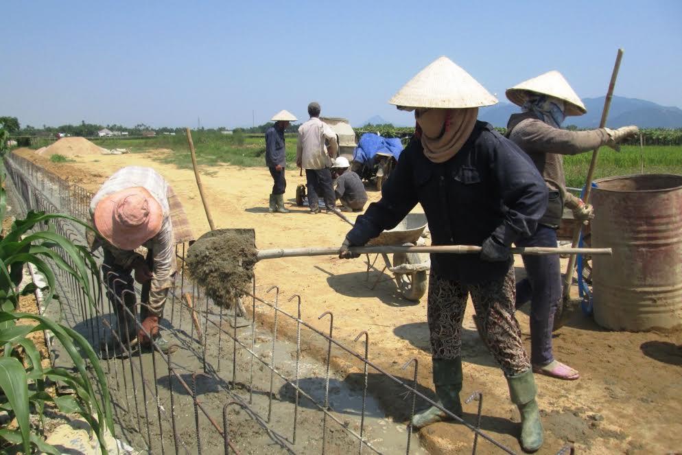 Nhiều địa phương đang khẩn trương xây dựng hệ thống kênh mương nhằm đảm bảo phục vụ nước tưới.