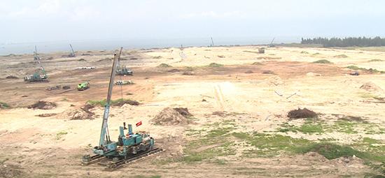 """UBND tỉnh kiên quyết thu hồi số cát """"bán chui"""" từ biển Cửa Đại ra thi công dự án Khu đô thị quốc tế Đa Phước (Đà Nẵng)."""