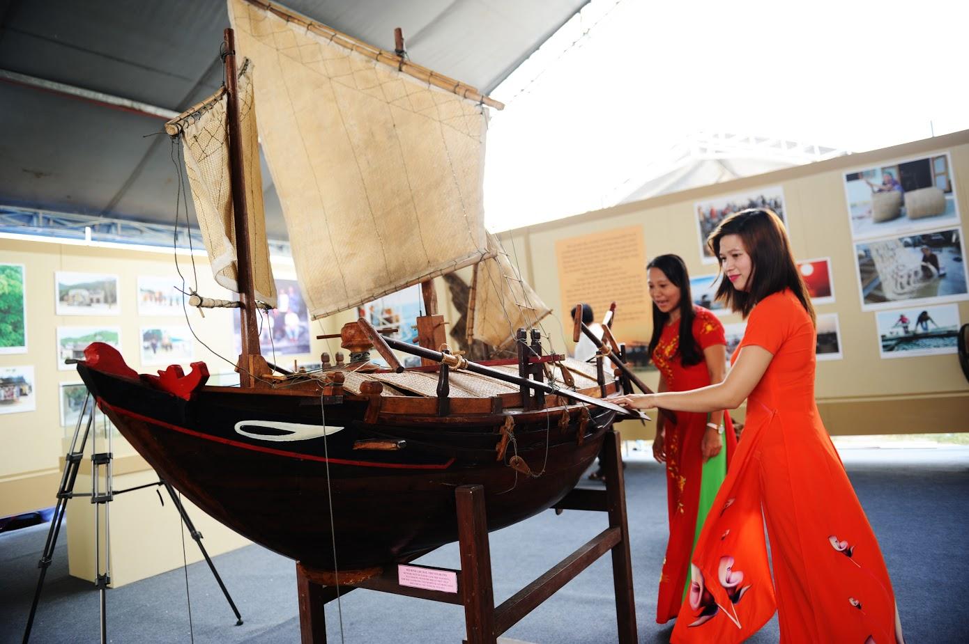 Mô hình một thuyền buồm xứ Quảng Ảnh: MINH HẢI