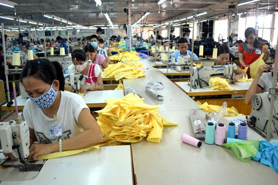Xuất khẩu của ngành may mặc có nhiều chuyển biến trong thời gian qua. Ảnh: N.Q.V