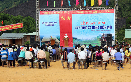 Xã A Tiêng phát động xây dựng nông thôn mới năm 2012. Ảnh: Bhơriu Quân