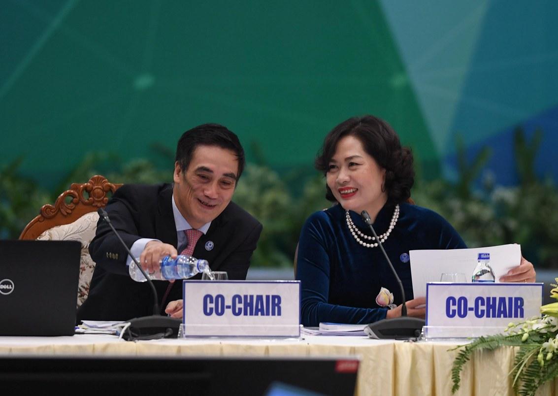 Thứ trưởng Hà và Phó thống đốc Ngân hàng Nhà nước chủ trì hội nghị