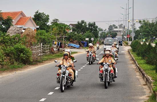 Lực lượng Công an huyện Duy Xuyên thường xuyên tuần tra, kiểm soát nhằm đảm bảo trật tự ATGT. Ảnh: S.T