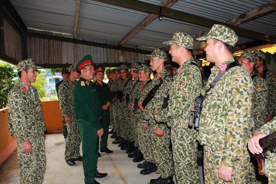 Tư lệnh Quân khu V, Trung tướng Nguyễn Long Cáng kiểm tra đơn vị Đặc công sẵn sàn cơ động bảo vệ APEC