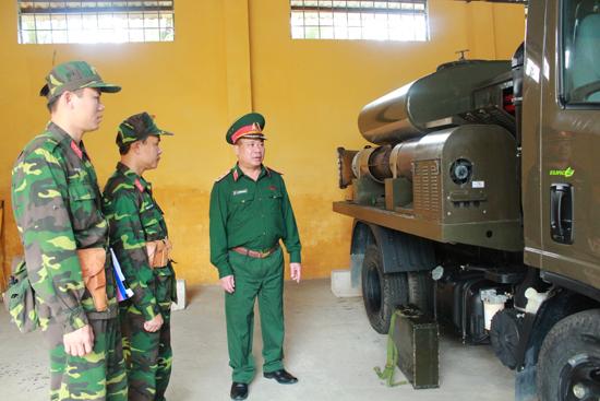 Trung tướng Nguyễn Long Cáng kiểm tra phương tiện chuyên dụng sẵn sàn  bảo vệ APEC