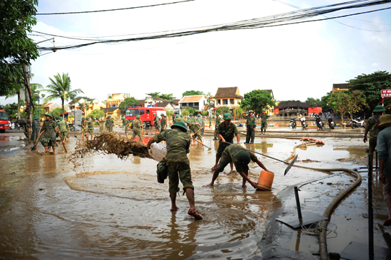 Cho đến 4 giờ chiều nay, 9.11. việc dọn vệ sinh tại khu vực phố cổ và khu vực An Hội đã hoàn thành
