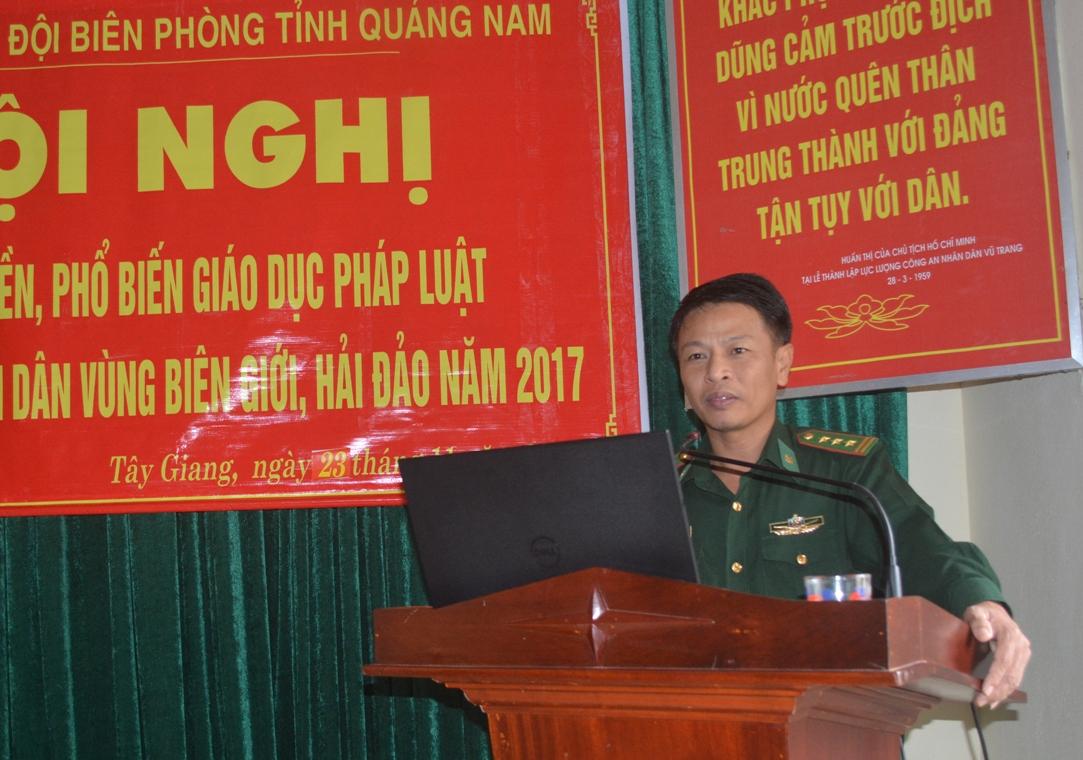 Thượng tá Quách Thiện Dư – Báo cáo viên của Bộ đội Biên phòng tỉnh Quảng Nam tuyên tuyền tại Hội nghị