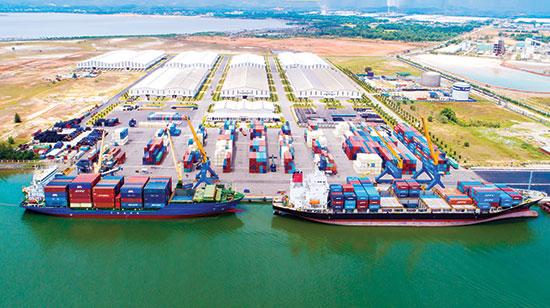 Lợi thế của cảng Chu Lai là tham gia trọn gói dịch vụ logistics. Ảnh: HÀ NGUYỄN
