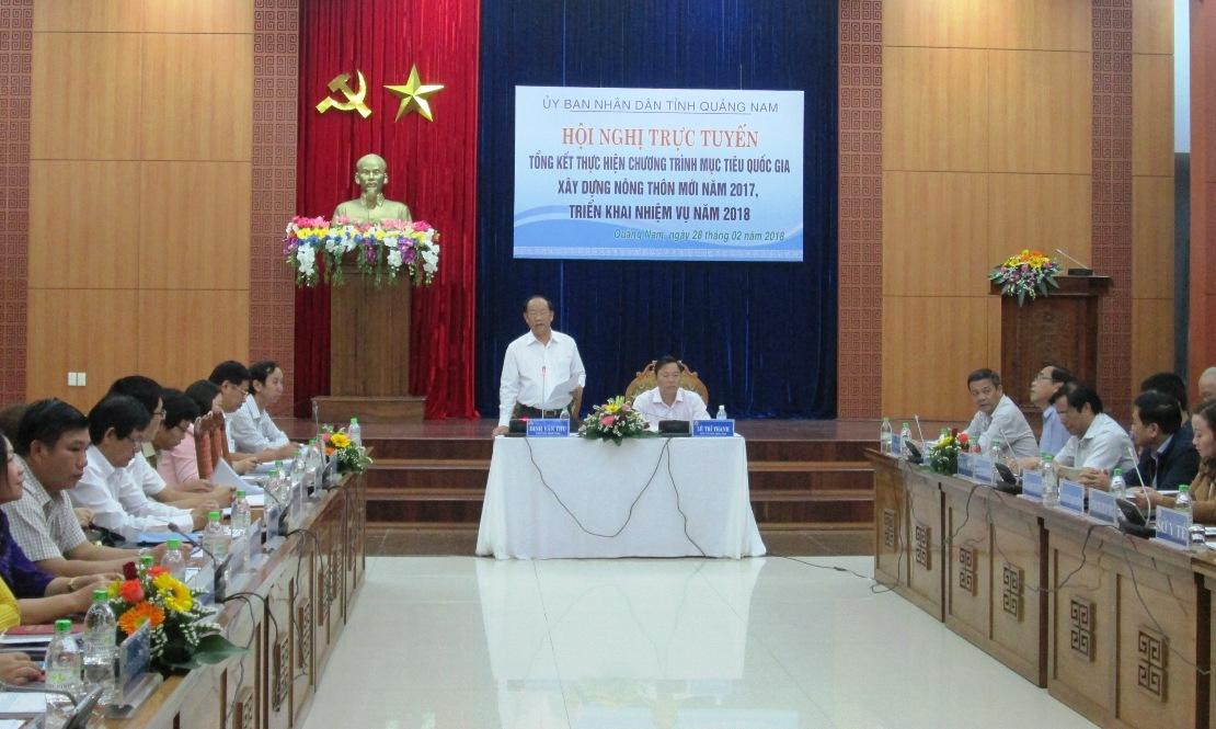 Chủ tịch UBND tỉnh Đinh Văn Thu phát biểu khai mạc hội nghị trực tuyến tại điểm cầu trung tâm.