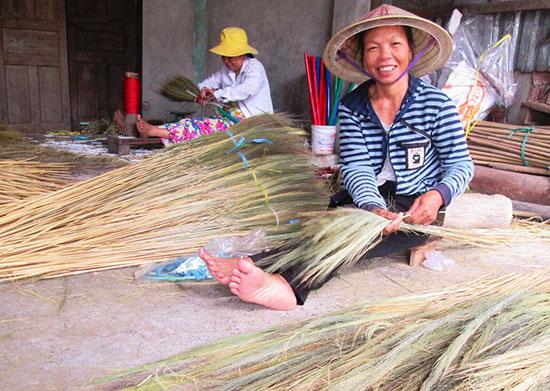 Được tham gia các lớp đào tạo nghề, nhiều lao động nông thôn có việc làm ổn định. Ảnh: N.PHƯƠNG