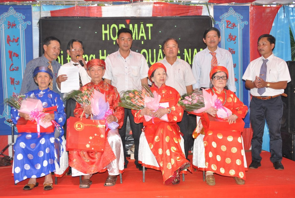 Tổ chức mừng thọ cho người cao tuổi