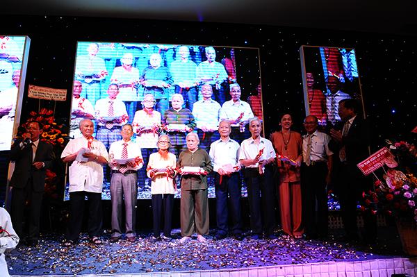 Làm lễ mừng thọ cho các bậc cao niên xa quê: MINH HẢI