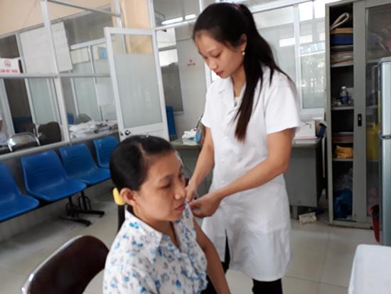 Cách phòng bệnh cúm A/H1N1 tốt nhất là tiêm vắc xin phòng bệnh. Ảnh: C.N