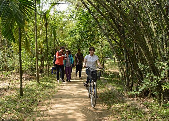 Làm du lịch là một trong những cách để Triêm Tây (xã Điện Phương, Điện Bàn) giữ đất, giữ làng.  Ảnh: K.L