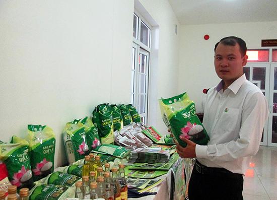 Nhiều sản phẩm nông nghiệp hữu cơ, nông sản sạch được trưng bày tại một cuộc hội thảo chuyên đề mới đây.Ảnh: VĂN LÊ