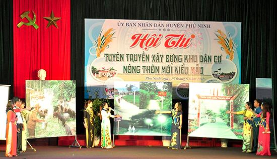 Phú Ninh tổ chức hội thi tuyên truyền xây dựng khu dân cư nông thôn mới kiểu mẫu. Ảnh: VINH ANH