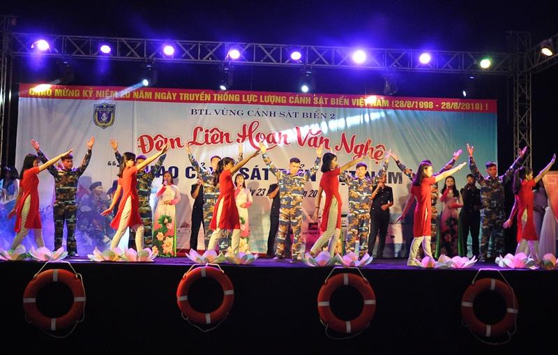 Đêm văn nghệ có sự tham gia của nhiền đơn vị trên địa bàn xã Tam Quang và huyện Núi Thành. Ảnh: A.Đ
