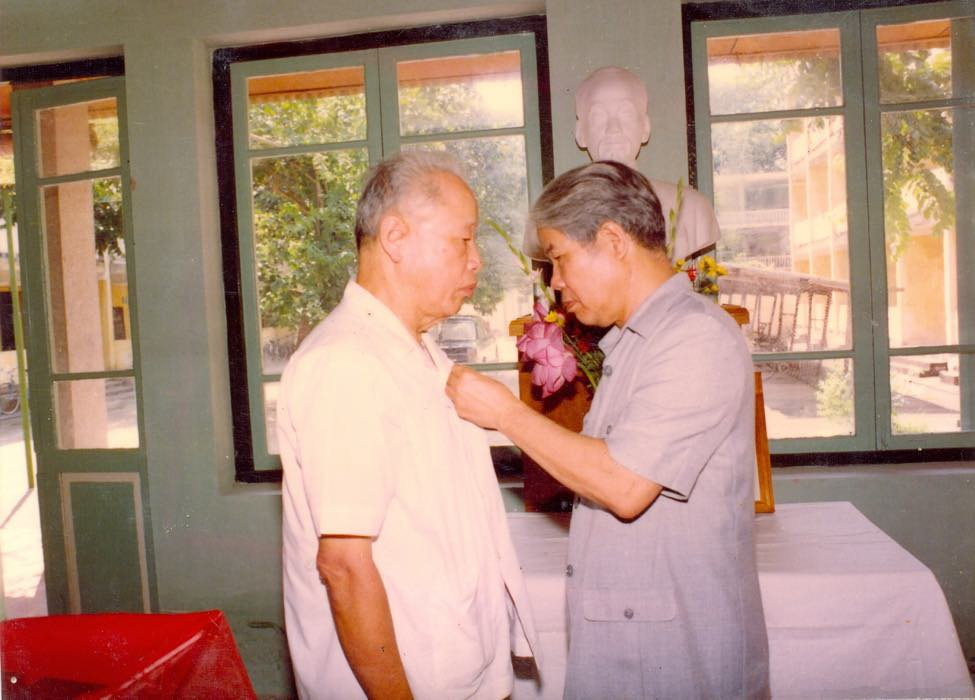 Ông Dương Quang Phái có thời gian dài là Thư ký của Cố Chủ nhiệm Ủy ban Kiểm tra Trung ương Trần Kiên (trái).