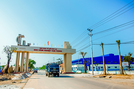 Khu công nghiệp Tam Thăng (Tam Kỳ) được đầu tư hạ tầng đồng bộ, thu hút nhiều nhà đầu tư nước ngoài.Ảnh: PHƯƠNG THẢO