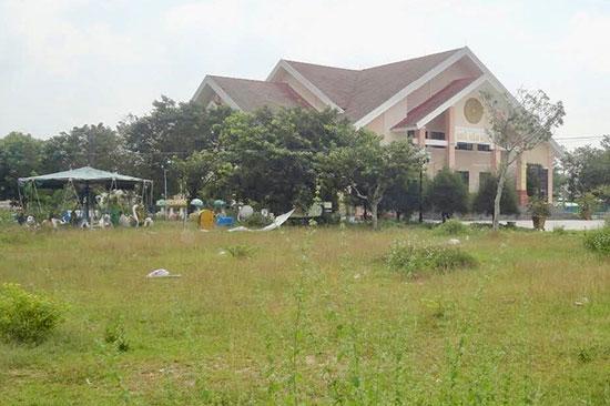 Nhiều hạng mục của Trung tâm Văn hóa thể thao huyện Phú Ninh cần được tiếp tục đầu tư.Ảnh: VINH ANH
