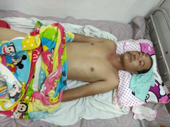 Anh Trung đang điều trị tại Bệnh viện Chỉnh hình và phục hồi chức năng Đà Nẵng. Ảnh: M.S
